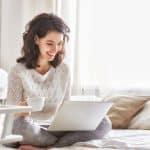 בפנים או בחוץ? מתלבטים בין עבודה במשרד או בבית יתרונות וחסרונות
